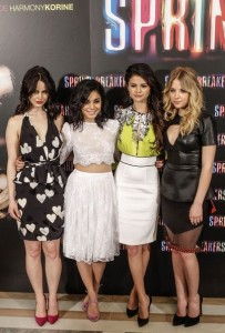 811e91e73be3f65b_Selena_Gomez_Spring_Breakers_Photocall_Madrid_hjRFV4Nr8eil